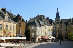 1024px-Sarlat_-_Hôtel_de_ville_place_de_la_Liberté_-542